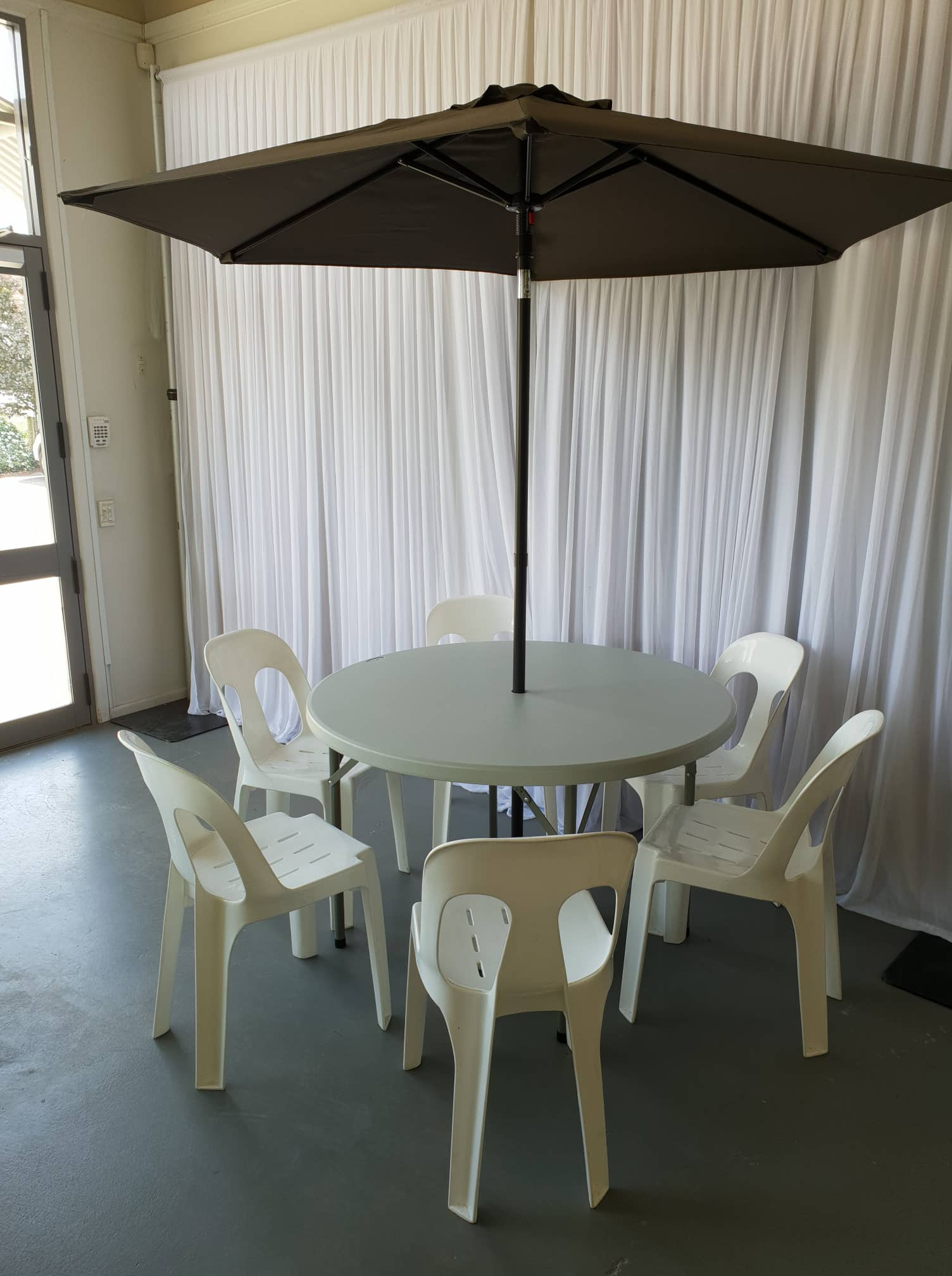 4 foot round table with umbrella